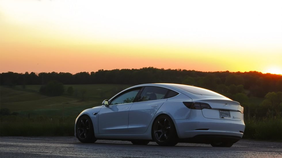 Tesla-Model-3-Sunset-980x551.jpg